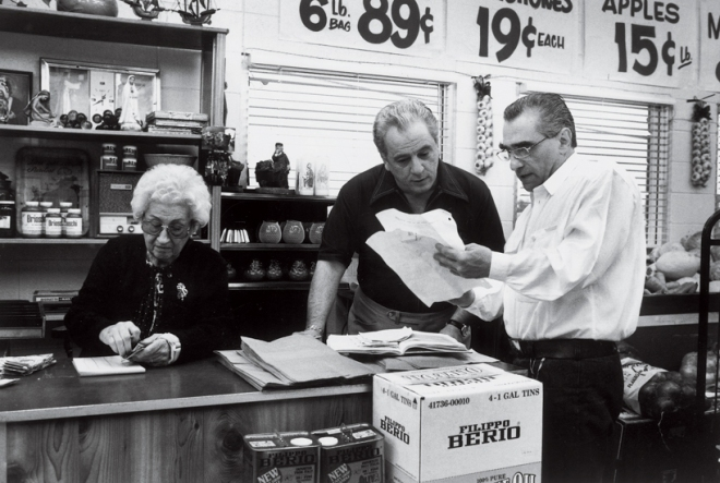 Casino_Martin Scorsese directs his mother, Catherine Scorsese and Vinny Vella on the set of Casino (1995) Phaidon