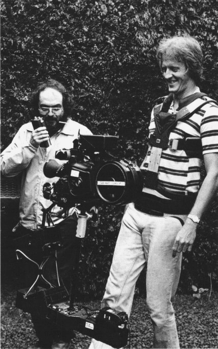 Stanly Kubrick and Garrett Brown (inventor and operator of Steadicam) on the set of The Shining (1980)2