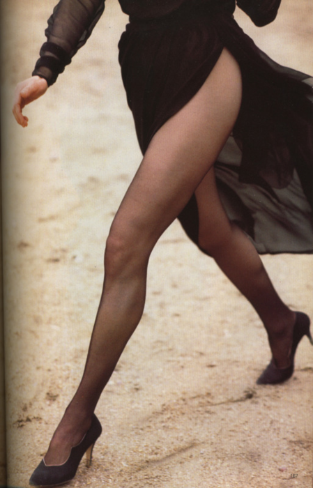 Kim Basinger in YSL Haute Couture. Photographed by Herb Ritts for Vogue UK, April 1989_2