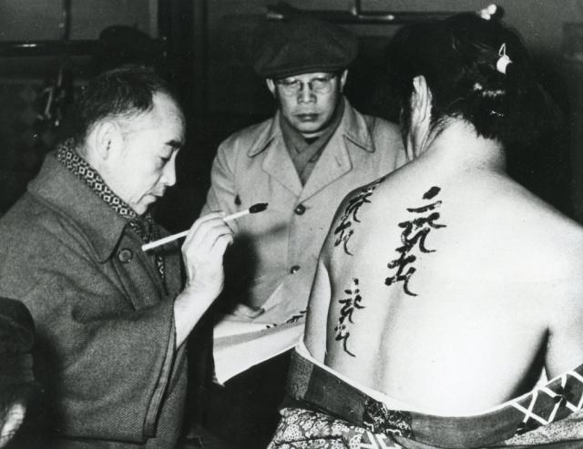 Mizoguchi on the set of 'Ugetsu' (1953)