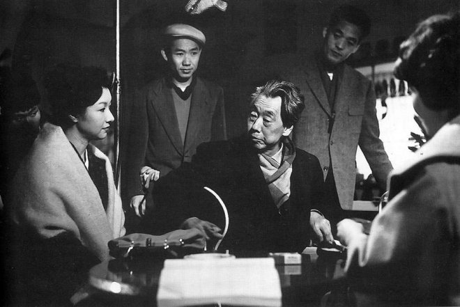 Mikio Naruse instructs Hideko Takamine on the set of When a Woman Ascends the Stairs, 1960