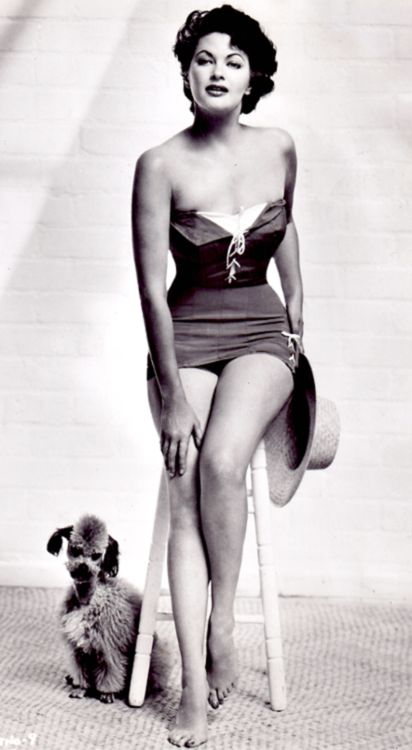 Yvonne De Carlo c. 1943 (and poodle!)