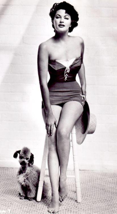 Yvonne De Carlo c. 1943 (and poodle!)