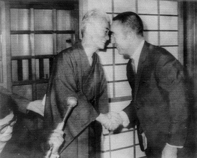 BLOG_Yukio Mishima (right) celebrates Yasunari Kawabata (left), who win the Nobel Prize for Literature, October 1968. photo credit - Kyōdō Tsūshinsha