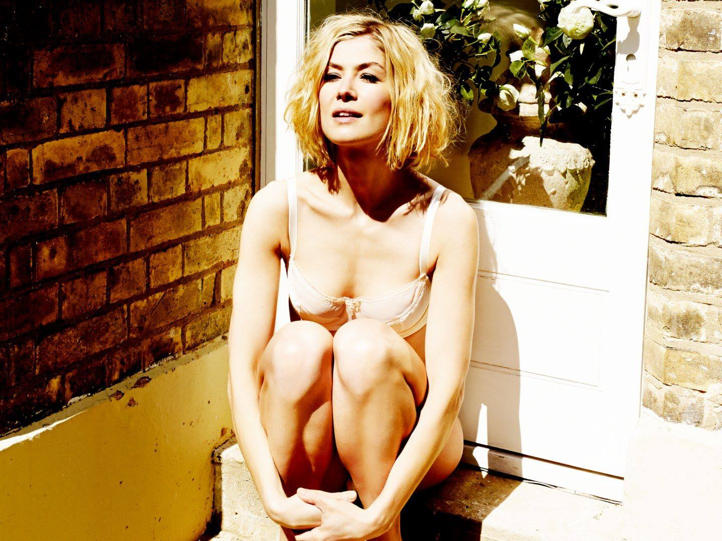rosamund pike hot photoshoot