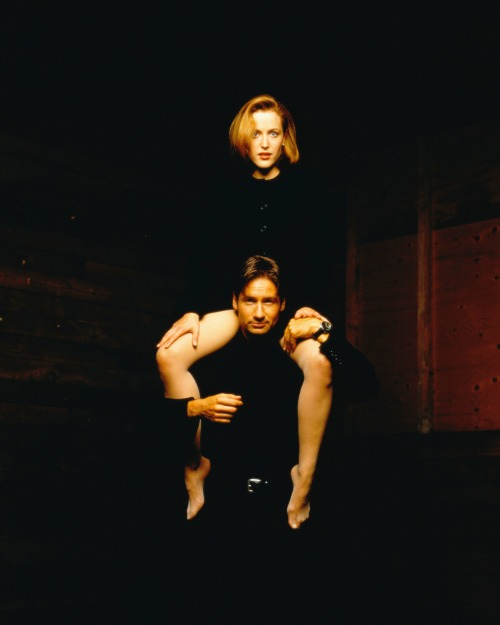 Gillian Anderson and  David Duchovny photographed George Lange (1996).