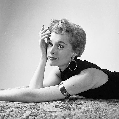 Tippi Hedren, photographed by Milton Greene, 1953._2
