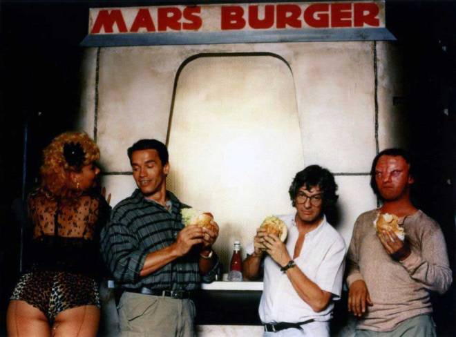 Arnold Schwarzenegger and Paul Verhoeven on the set of Total Recall.