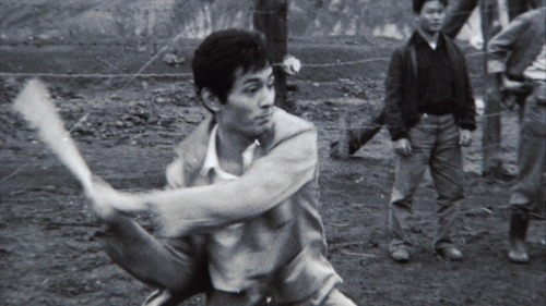 Tatsuya Nakadai taking breaks on the set of The Human Condition.-1