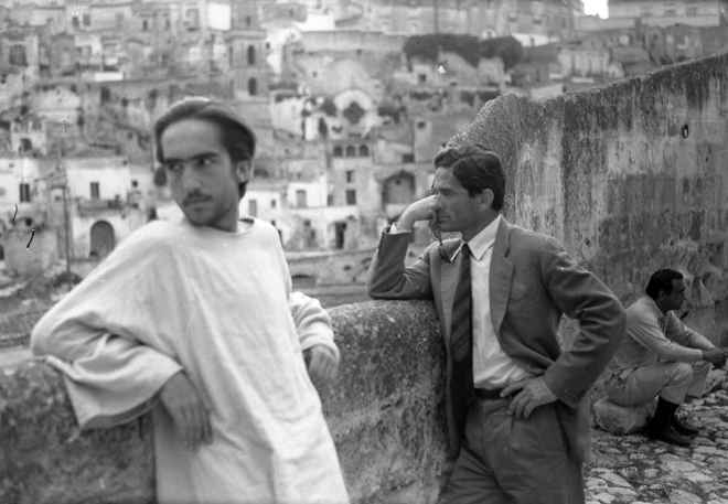 it_Pasolini-a-Matera_davanti-ai-sassi.jpg by Lorenzo Borgonovo