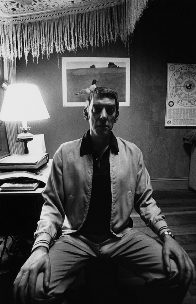 23RD_Donald Sutherland sits for his portrait on location in NY for Klute, 1970_bob Willoughby