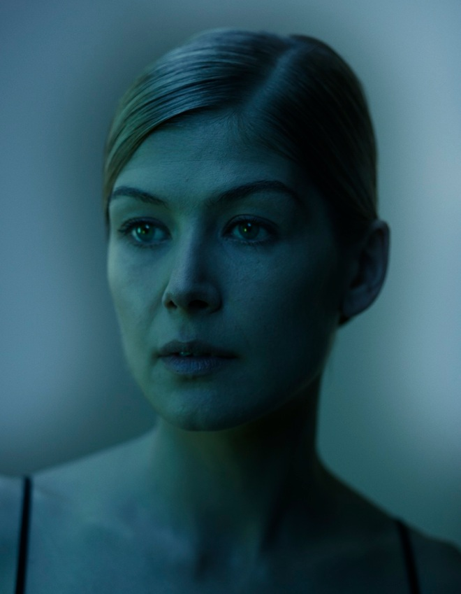 Rosamund Pike as photographed by Nadav Kander2