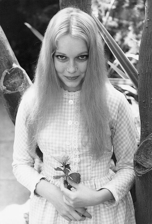17th_Mia Farrow photographed by William Claxton, 1964