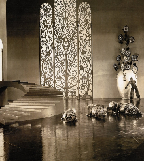 15_Art director William Cameron Menzies_Douglas Fairbanks on the Moorish-Art Deco-inspired palace sets of The Thief of Bagdad (1924, dir. Raoul Walsh)