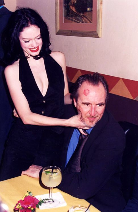 20_Rose McGowan and Wes Craven at the 1996 Scream premiere.