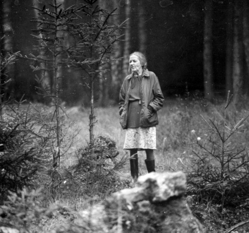 25th_Tarkovsky's mother Maria Vishnyakova on the set of Zerkalo