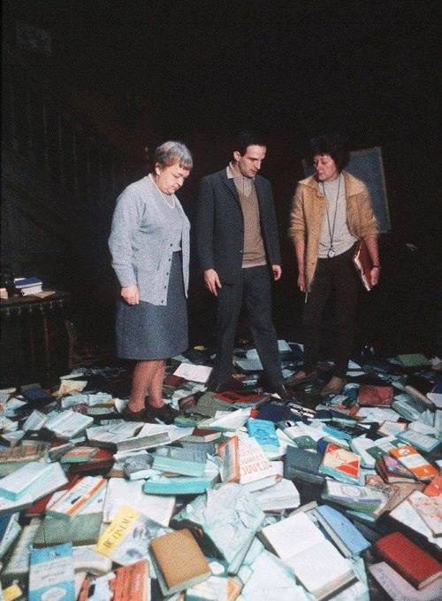20_Bee Duffell and Francois Truffaut on the set of Fahrenheit 451, 1966..jpg