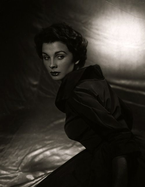 18_Jean Simmons by Valentino Vamp.jpg