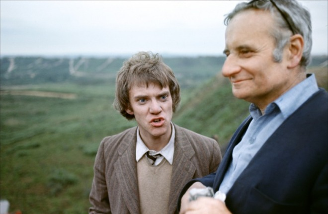 15_Malcolm McDowell and Director Lindsay Anderson on location during the making of O Lucky Man!.jpg