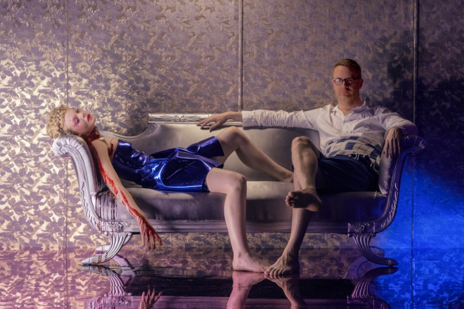 18_Nicolas Winding Refn & Elle Fanning on the set of The Neon Demon-2