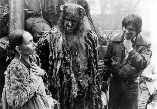 23_Katherine Helmond, Peter Vaughan and Director Terry Gilliam on the set of Time Bandits.jpg