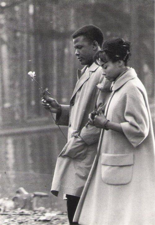 Sidney Poitier & Diahann Carroll. Bois de Boulogne. Paris. 1961.jpg