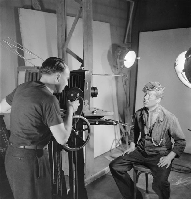 25_Jean Gabin Photographed by Sam Levin, on the set of movie La Bête Humaine of Jean Renoir (1938).jpg