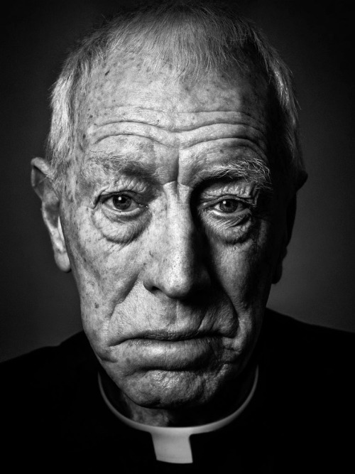 28_Max Von Sydow reprises his role as Father Merrin from The Exorcist for a special portrait session with renowned celebrity photographer Andy Gotts..jpg