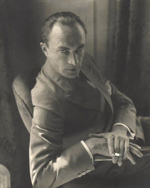 13_Conrad Veidt, 1929. Photo by Edward Steichen.jpg