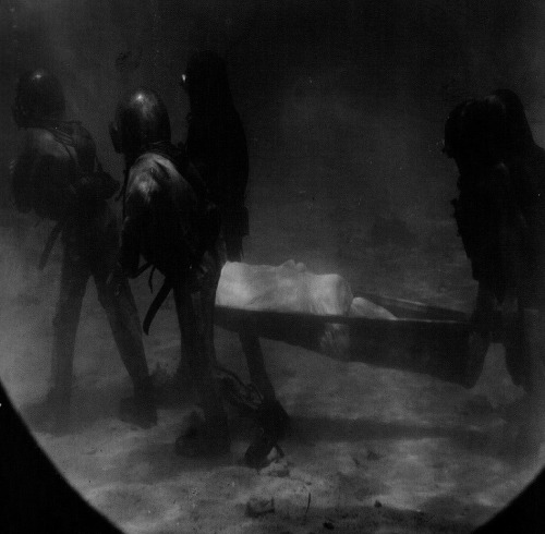 16_above-the-underwater-funeral-procession-scene-from-20000-leagues-under-the-sea-1916-dir-stuart-paton-the-first-fictional-undersea-film