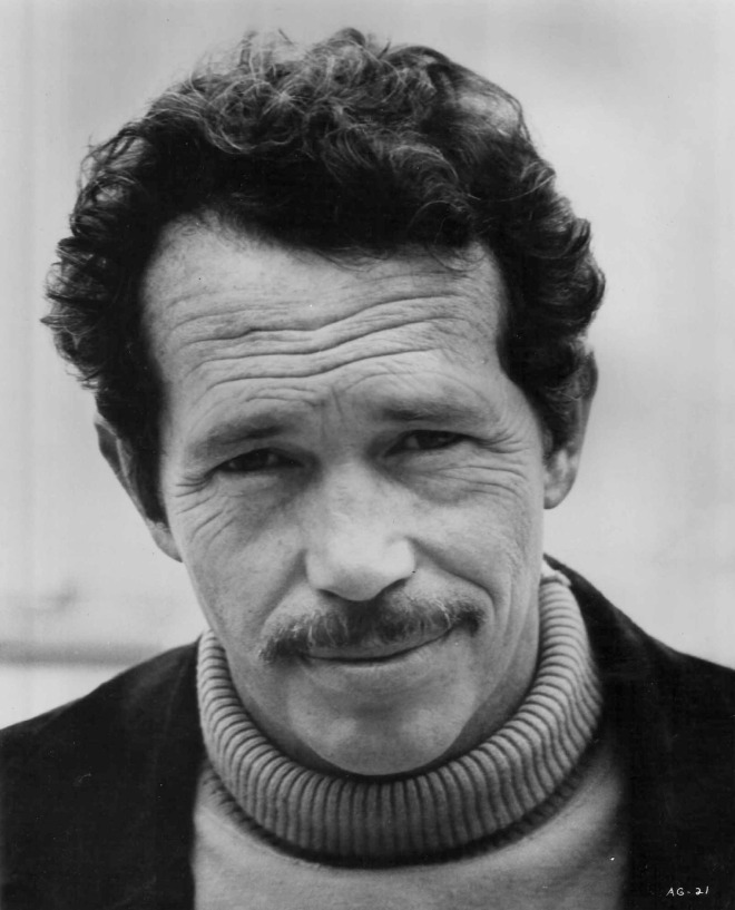 "19_Warren Oates on the set of ""Bring me the Head of Alfredo Garcia"".jpg"