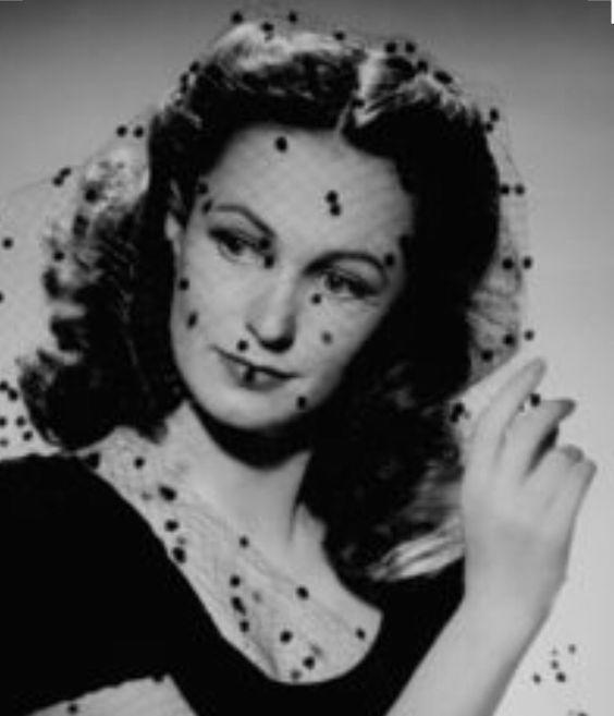 26_Geraldine Fitzgerald 1940s by George Hurrell.jpg