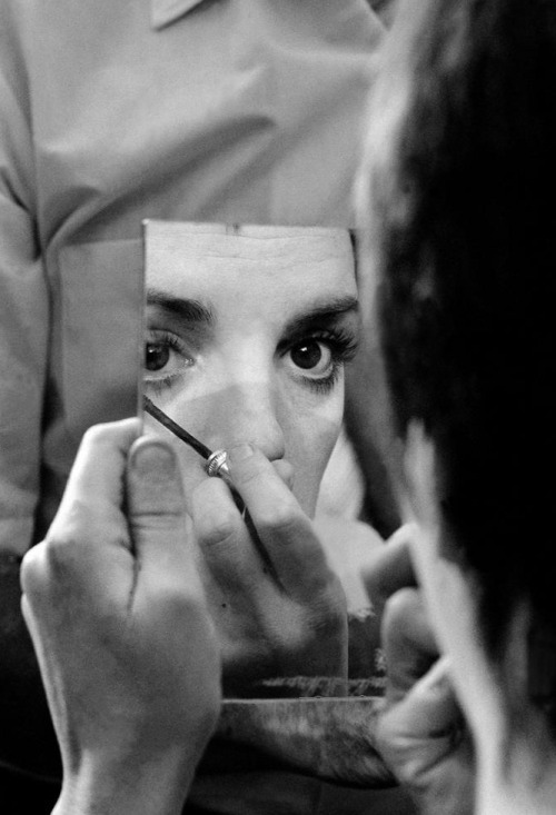 6_Liza Minnelli applying make-up during the filming of Tell Me That You Love Me, Junie Moon (1970, dir. Otto Preminger) by Burt Glinn.jpg