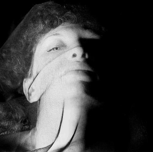 28_Maya Deren par Alexander Hackenschmied, 1942.jpg