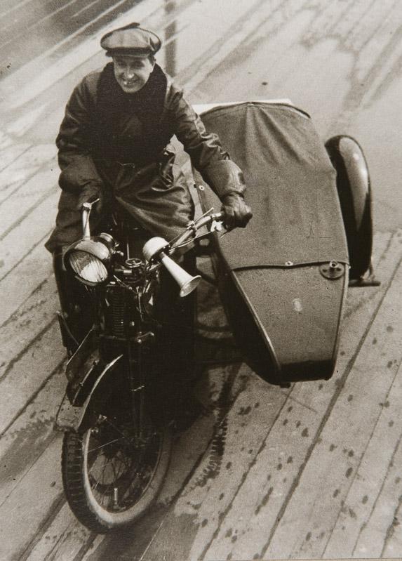 25_Lev Kuleshov by Alexander Rodchenko (1927).jpg