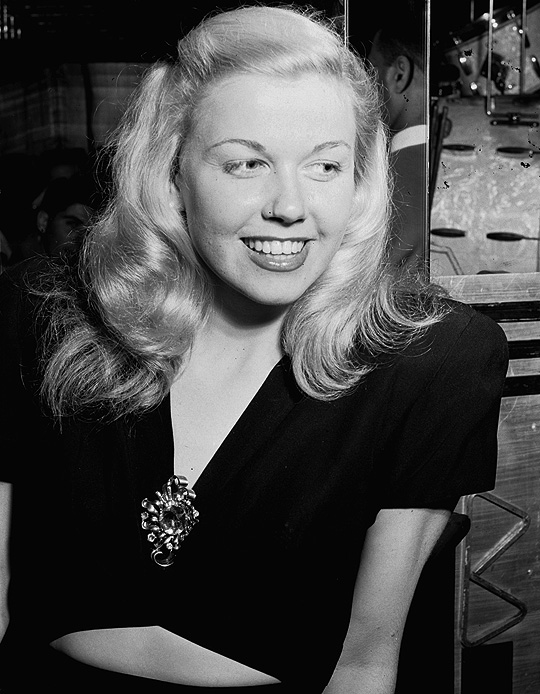 7_Doris Day at the Aquarium Jazz Club, New York (1946) .jpg