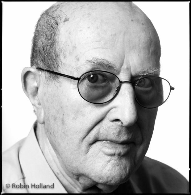 8_Manoel de Oliveira, Photographed by Robin Holland in New York 2002.jpg