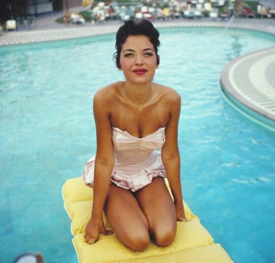 5_Pool at the Sands, Las Vegas, 1954. Showgirl Linda Lawson by Loomis Dean..jpg