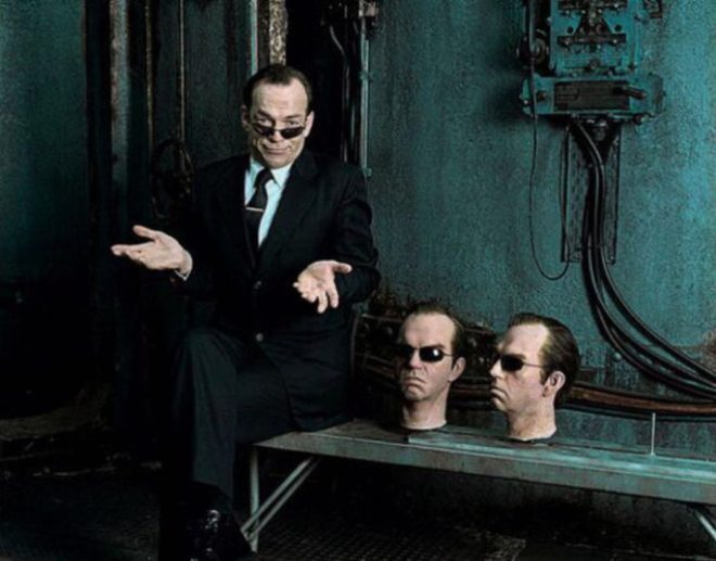 9_Hugo Weaving and his fake heads on the set of 'The Matrix' in 1998.jpg