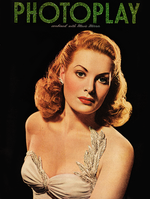 18_Maureen O'Hara on the cover of Photoplay, October 1945.png