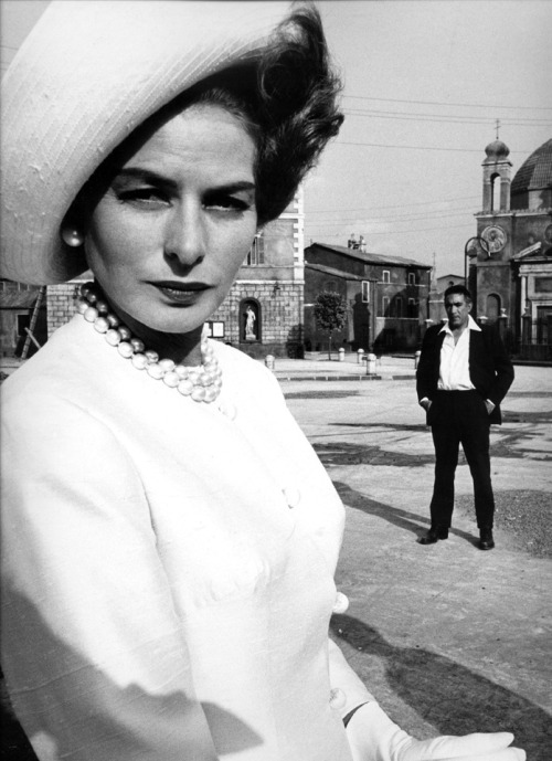 4_Ingrid Bergman and Anthony Quinn, Rome, 1963 by Sam Shaw.jpg