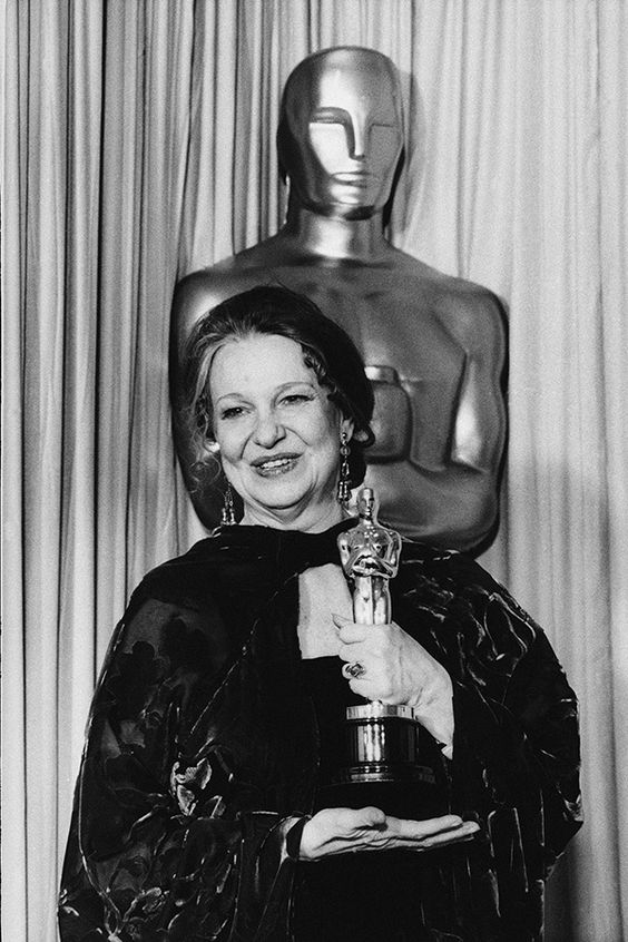 "22_Geraldine Page - Best Actress Oscar for ""The Trip To Bountiful"" 1985.jpg"
