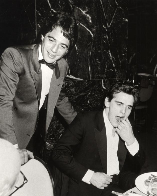 3_Tony Danza et Matt Dillon à une fête de l'hôtel Hilton de New York, en 1985..jpg