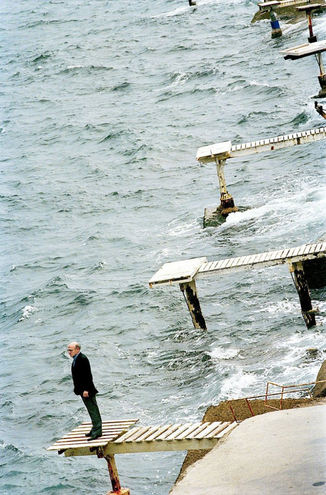 7_Theo Angelopoulos photographed by Joan Tomas in Barcelona, 1996.jpg