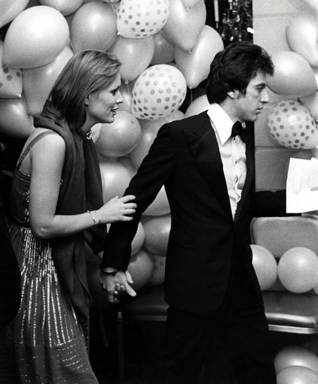 12_Al Pacino et sa compagne Marthe Keller au Studio 54 pour les 75 ans de Lee Strasberg, en 1976..jpg