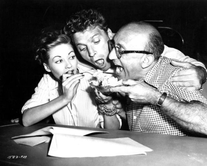 22_Yvonne De Carlo, Burt Lancaster and Robert Siodmak on the set of Criss Cross (1948)..jpg