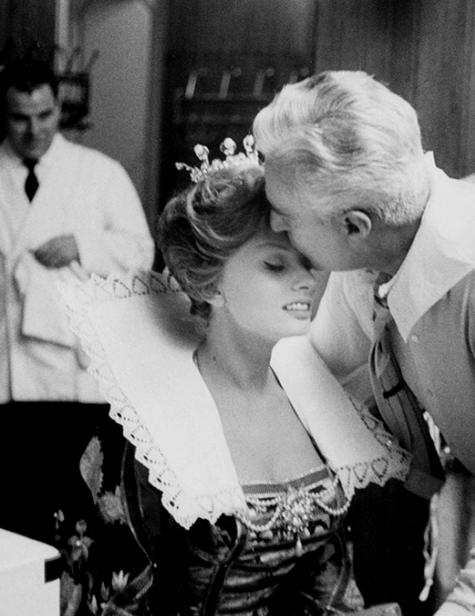 2_Sophia Loren and Vittorio De Sica on the set of It Started In Naples (1960).jpg