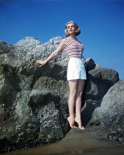 3_Lizabeth Scott at the beach, 1953. Photos by Mal Bulloch