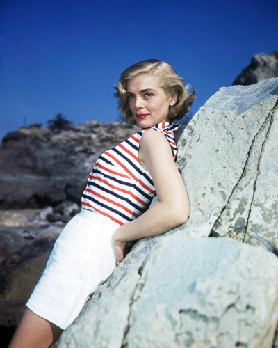 Lizabeth Scott at the beach, 1953. Photos by Mal Bulloch-1