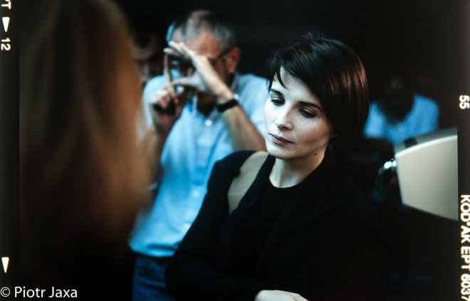 13_Krzysztof Kieslowsk and Juliette Binoche on the set of Three Colours Blue